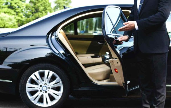 chauffeur-driven-cars-royalpicks